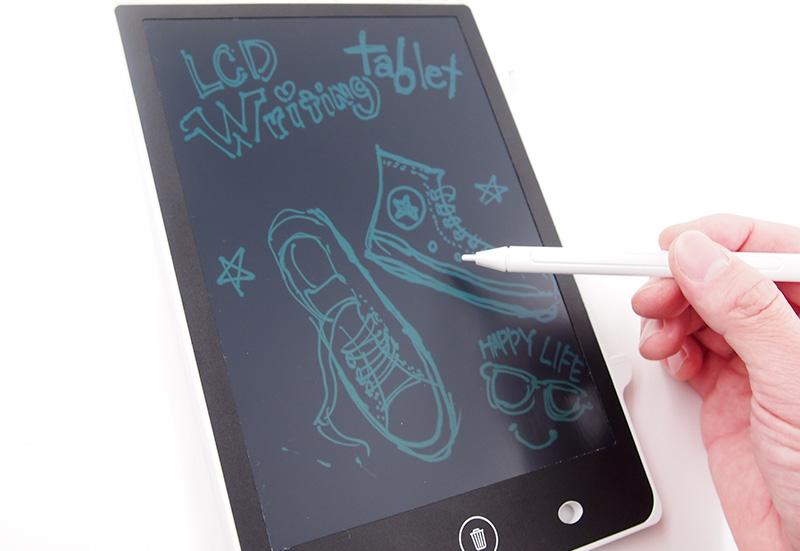 専用タッチペンで描ける8.5インチのLCD液晶画面