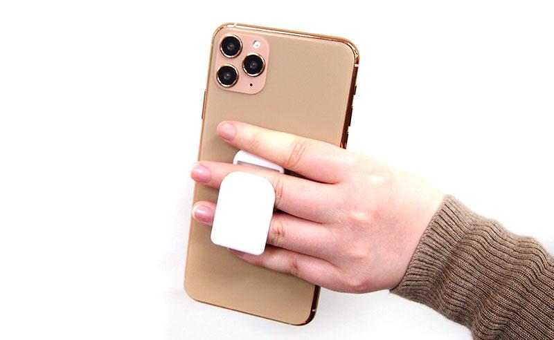 指にフィットし片手操作が簡単になる設計