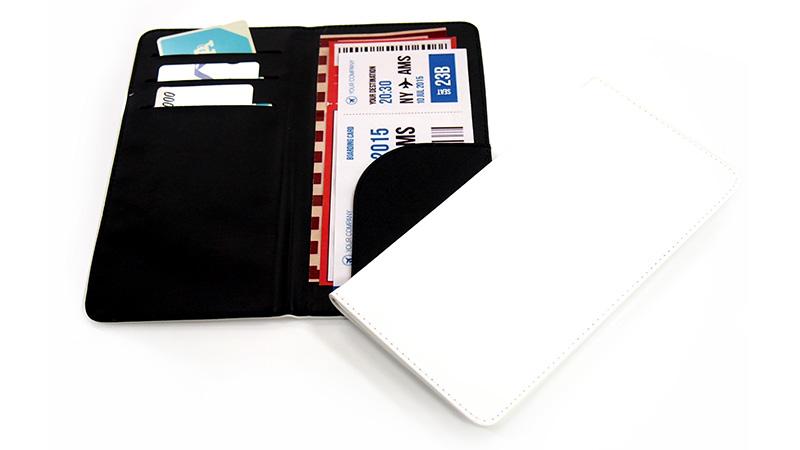 カードやチケット類をはじめパンフレットやパスポートなども!収納性抜群で持ち運びにも便利なオリジナルのチケットホルダーです。