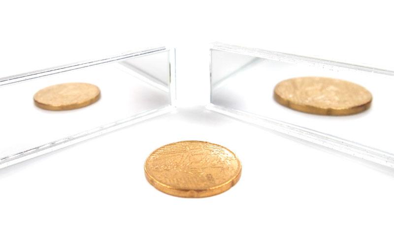 コンパクトかつ収納式の両面ミラー(等倍鏡と5倍鏡)